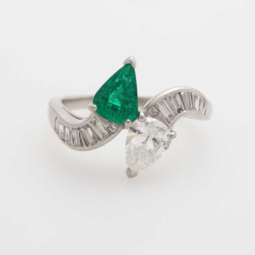 Ladies ring set with an emerald drop - photo 1