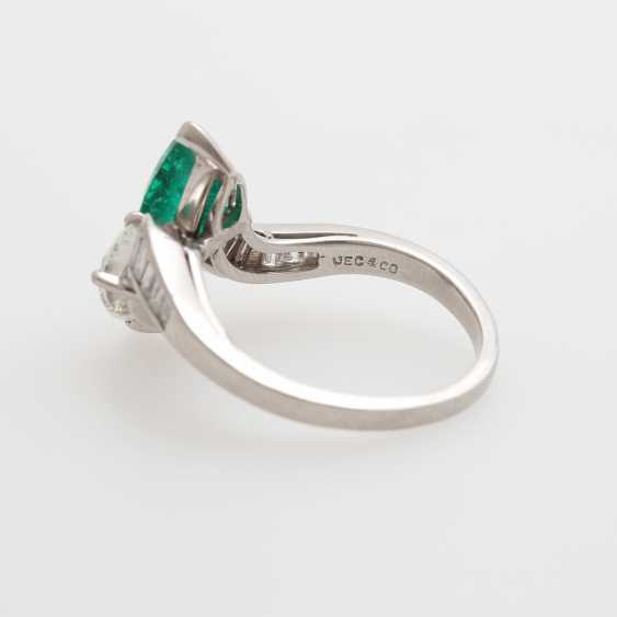 Ladies ring set with an emerald drop - photo 5