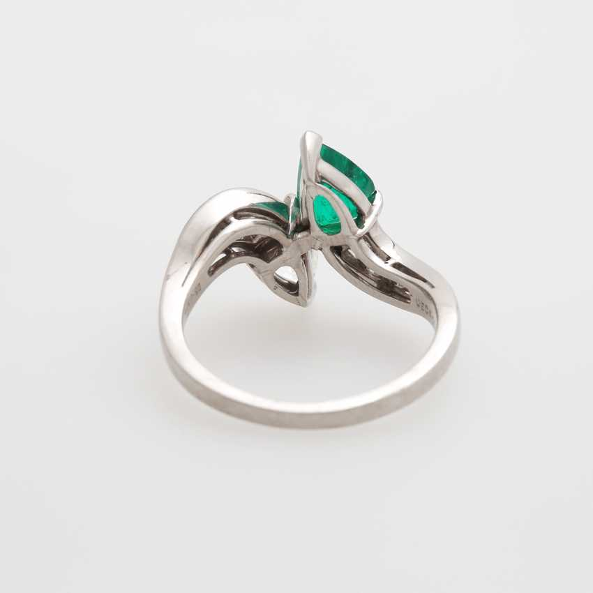 Ladies ring set with an emerald drop - photo 6