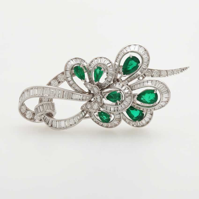 Brooch studded with seven emerald drops - photo 1