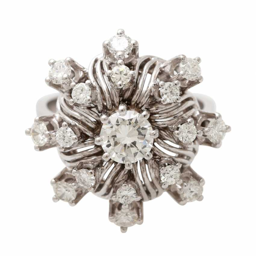 "Womens ring ""flower"" with brilliants - photo 1"