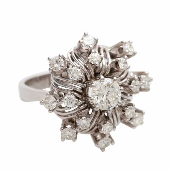 "Womens ring ""flower"" with brilliants - photo 2"