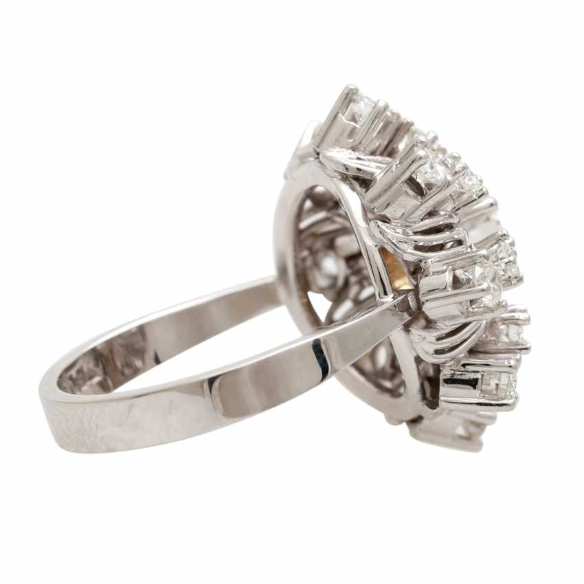 "Womens ring ""flower"" with brilliants - photo 3"
