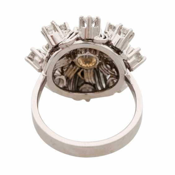 "Womens ring ""flower"" with brilliants - photo 4"
