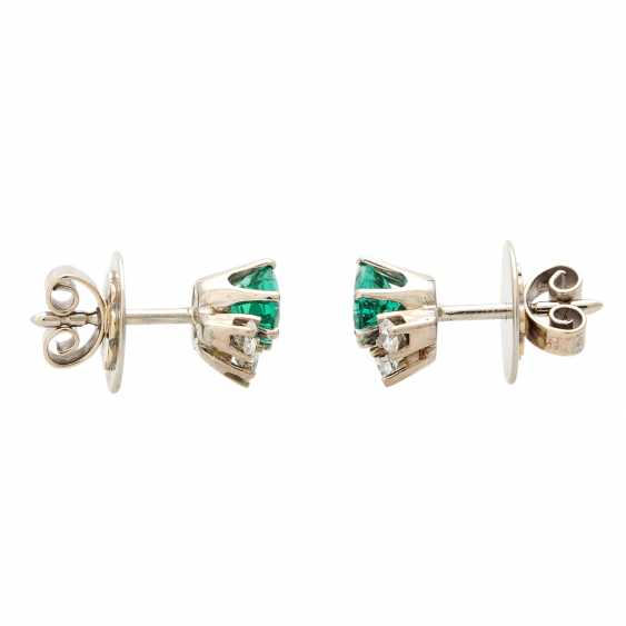 Ear studs, each with 1 emerald and 3 diamonds, - photo 2