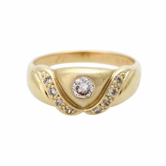 Ladies ring studded with 9 diamonds - photo 1
