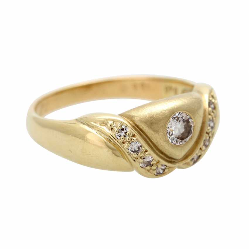 Ladies ring studded with 9 diamonds - photo 2