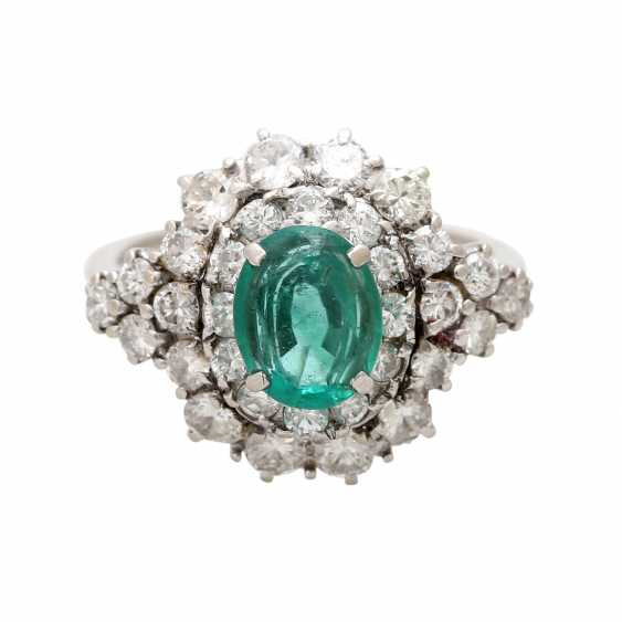 Ladies ring with emerald & Brilliant stocking. - photo 1