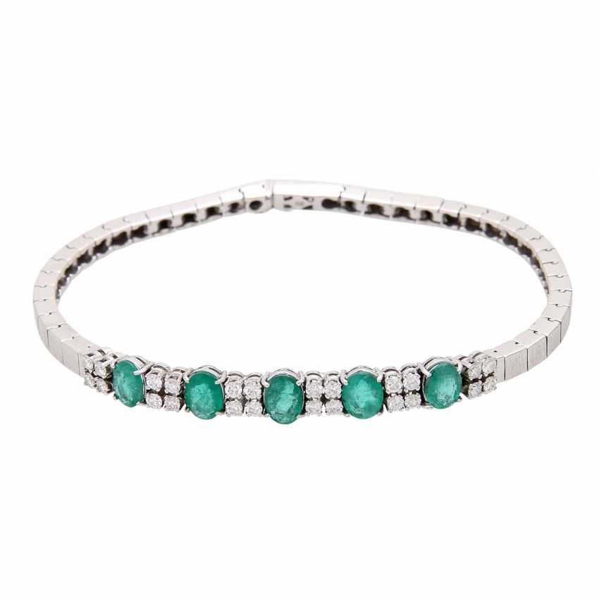 Bracelet with emeralds and diamonds. - photo 1