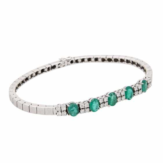 Bracelet with emeralds and diamonds. - photo 2