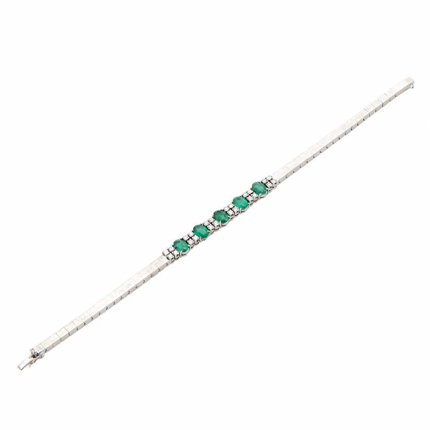 Bracelet with emeralds and diamonds. - photo 4