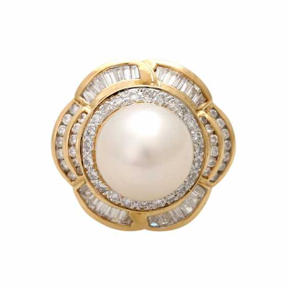Ring with 1 cultured pearl, brilliant-cut diamonds and diamond baguettes, - photo 1