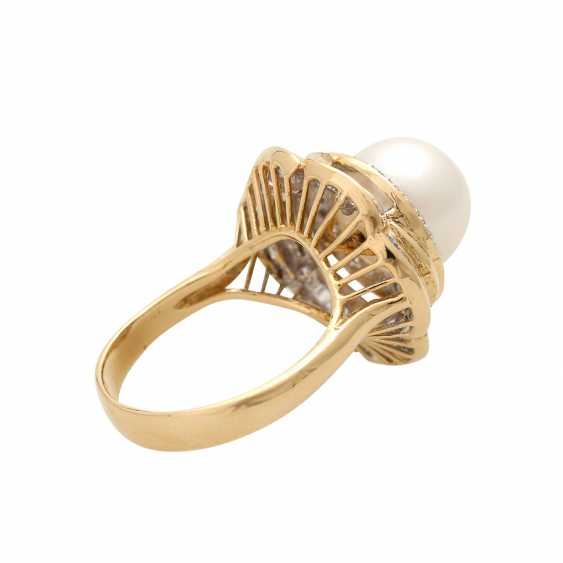 Ring with 1 cultured pearl, brilliant-cut diamonds and diamond baguettes, - photo 3