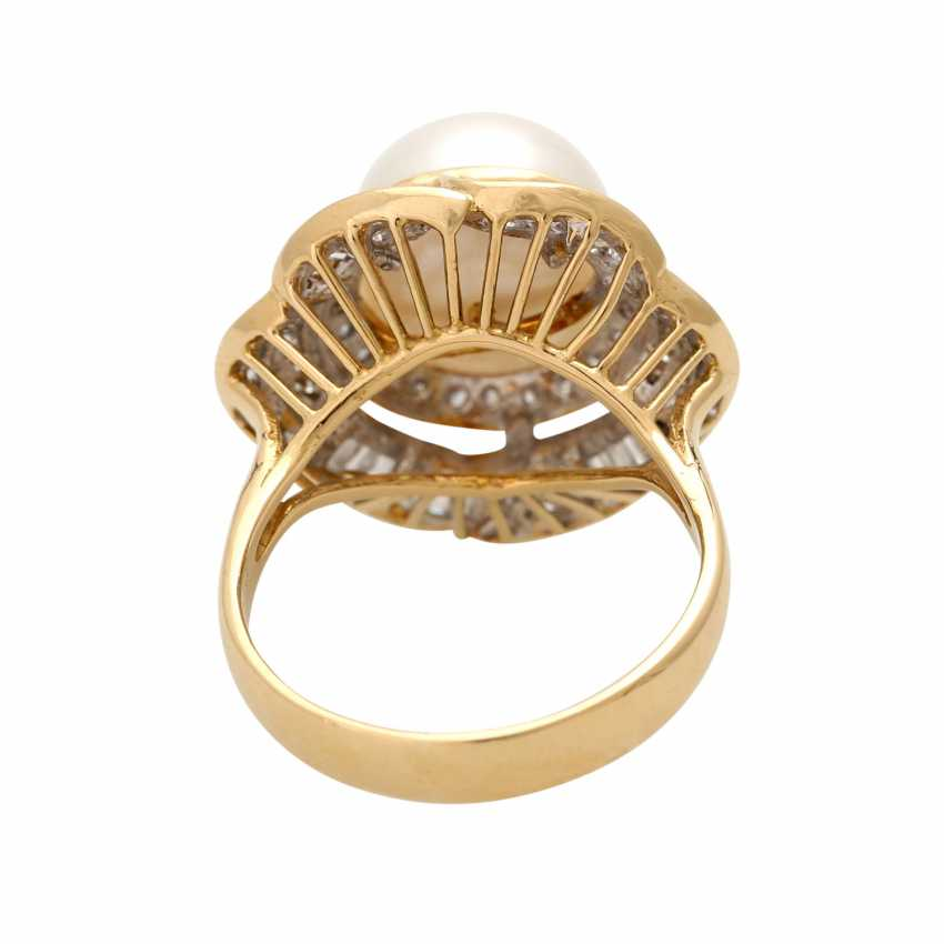 Ring with 1 cultured pearl, brilliant-cut diamonds and diamond baguettes, - photo 4