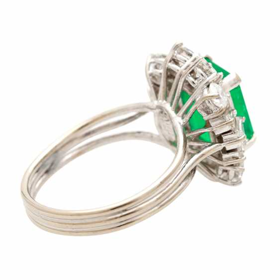 Ladies ring with emerald in the step-cut - photo 3