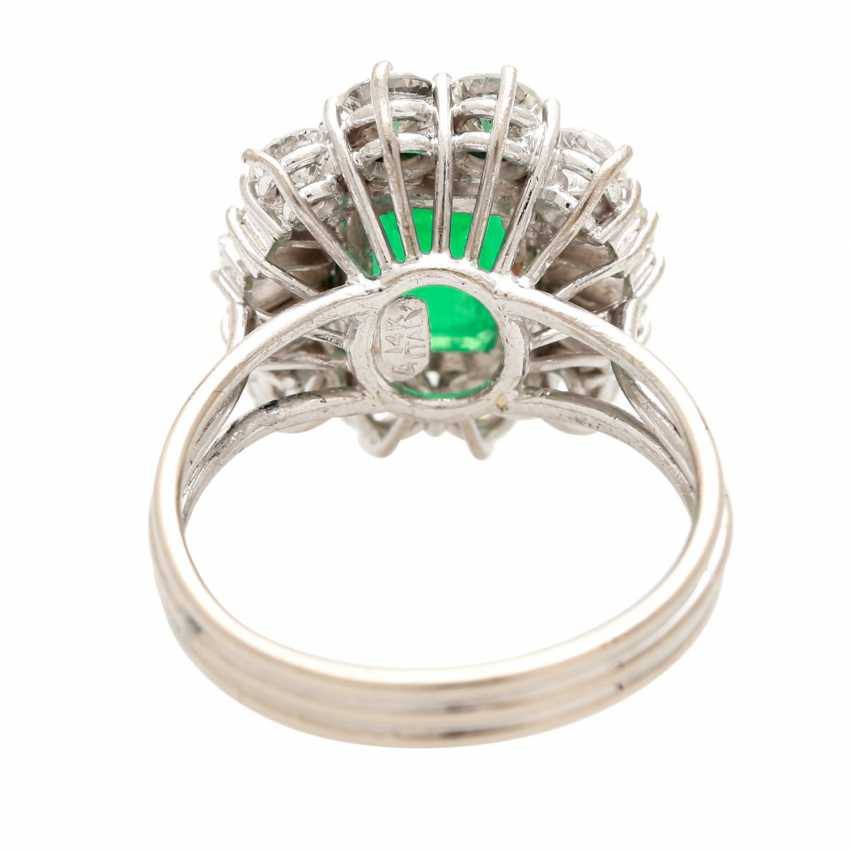 Ladies ring with emerald in the step-cut - photo 4
