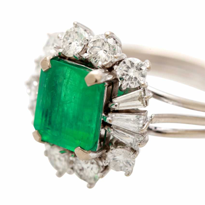 Ladies ring with emerald in the step-cut - photo 5