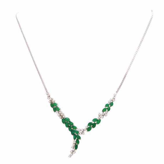 Necklace with 25 emerald navettes and 37 brilliant-cut diamonds - photo 1