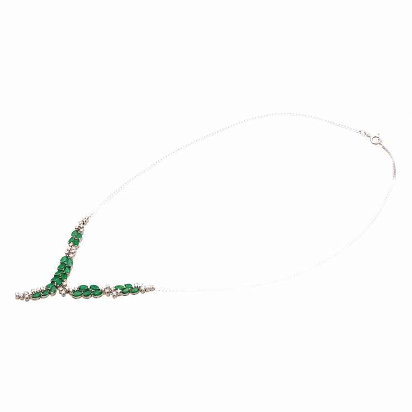 Necklace with 25 emerald navettes and 37 brilliant-cut diamonds - photo 3