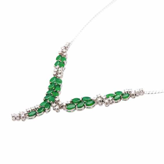 Necklace with 25 emerald navettes and 37 brilliant-cut diamonds - photo 4
