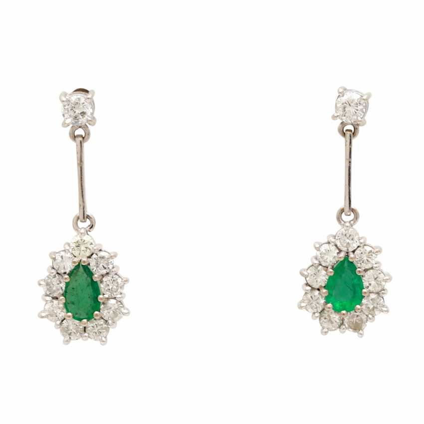 Stud earrings with 2 faceted emerald droplets - photo 1