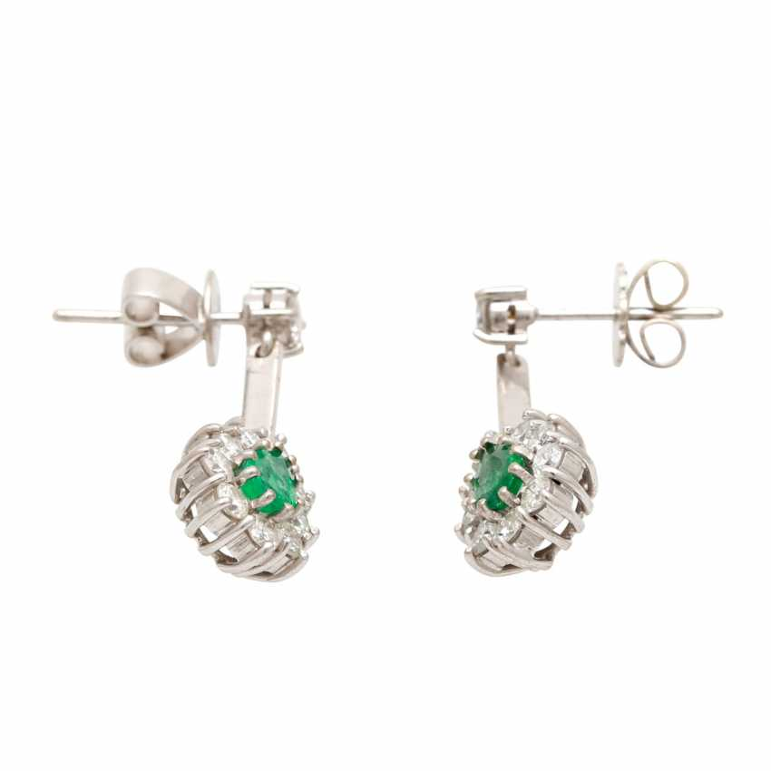 Stud earrings with 2 faceted emerald droplets - photo 2