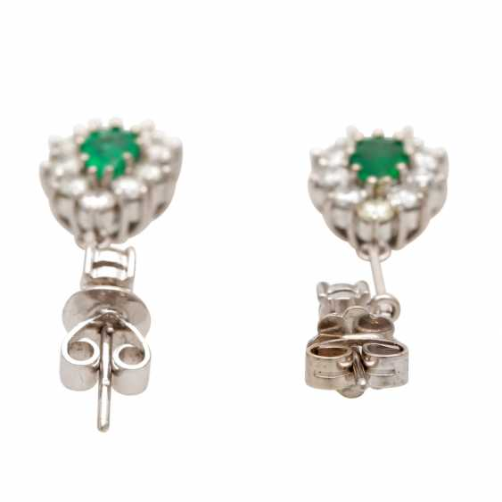 Stud earrings with 2 faceted emerald droplets - photo 4