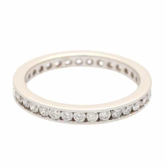 Eternity ring set with brilliant-cut diamonds - photo 1
