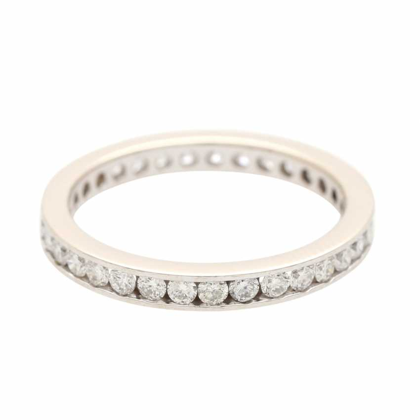 Eternity ring set with brilliant-cut diamonds - photo 2