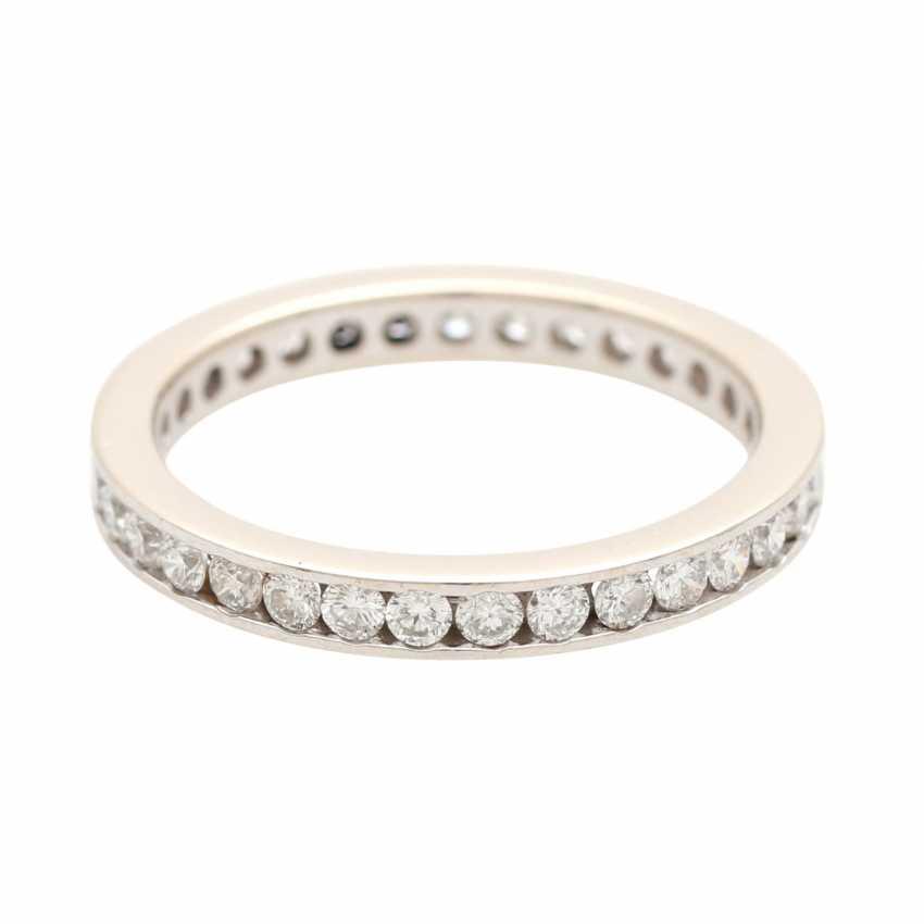 Eternity ring set with brilliant-cut diamonds - photo 3