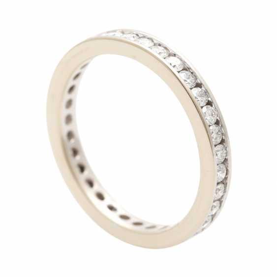 Eternity ring set with brilliant-cut diamonds - photo 4