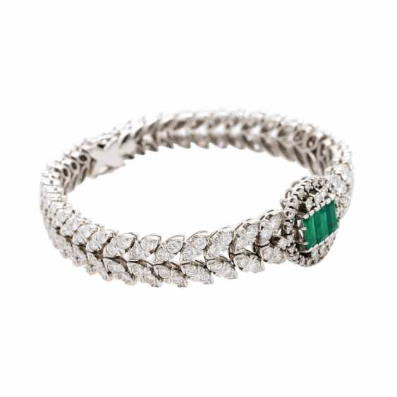 Bracelet with 3 synthetic emeralds and brilliant-cut diamonds - photo 2