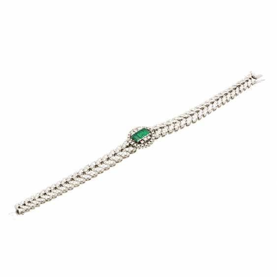 Bracelet with 3 synthetic emeralds and brilliant-cut diamonds - photo 4