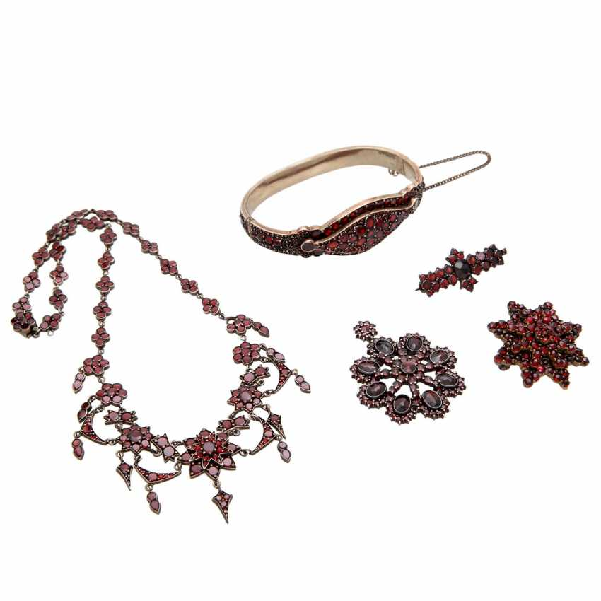 Collection of garnet jewelry, 5-piece: - photo 1