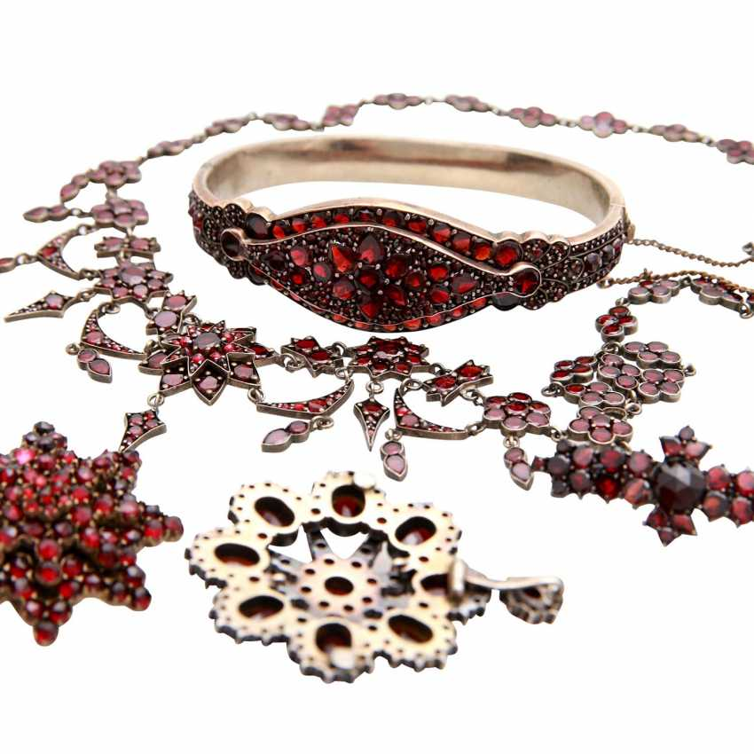 Collection of garnet jewelry, 5-piece: - photo 4