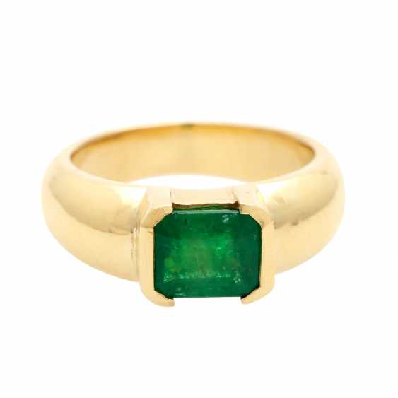 Ladies ring with 1 emerald in the step-cut - photo 1