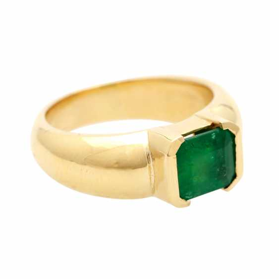 Ladies ring with 1 emerald in the step-cut - photo 2