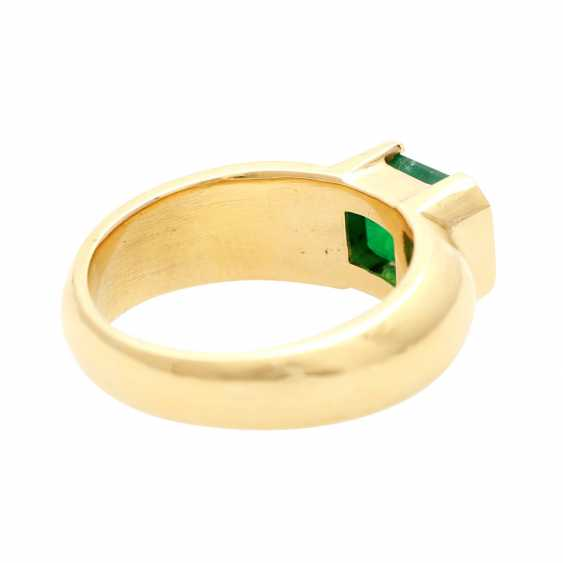Ladies ring with 1 emerald in the step-cut - photo 3