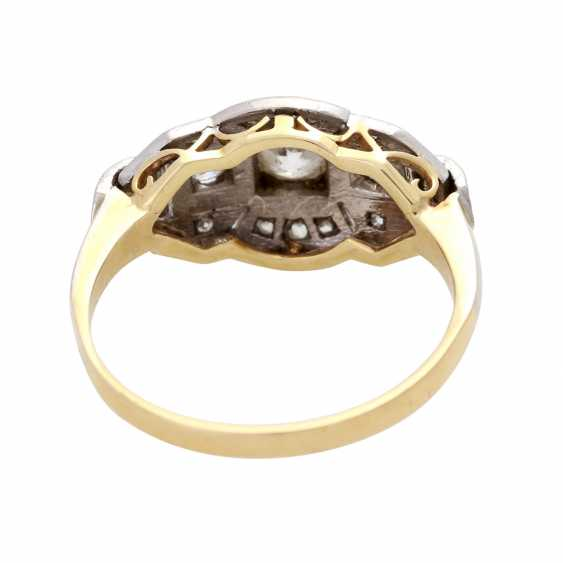 Ladies ring studded with 3 old European cut diamonds - photo 4