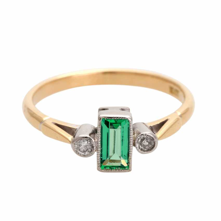 Ring with 1 emerald, baguette and 2 diamonds, - photo 1