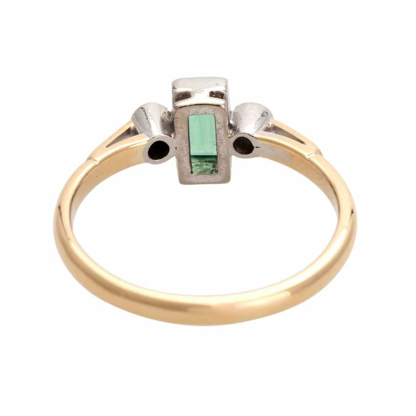 Ring with 1 emerald, baguette and 2 diamonds, - photo 4
