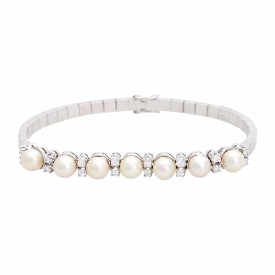 Bracelet with 7 cultured pearls and 16 diamonds, - photo 1
