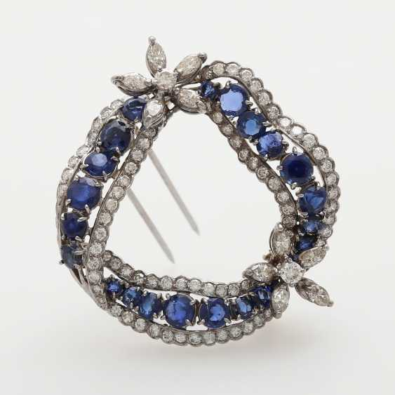 Brooch in a curved wreath form - photo 3