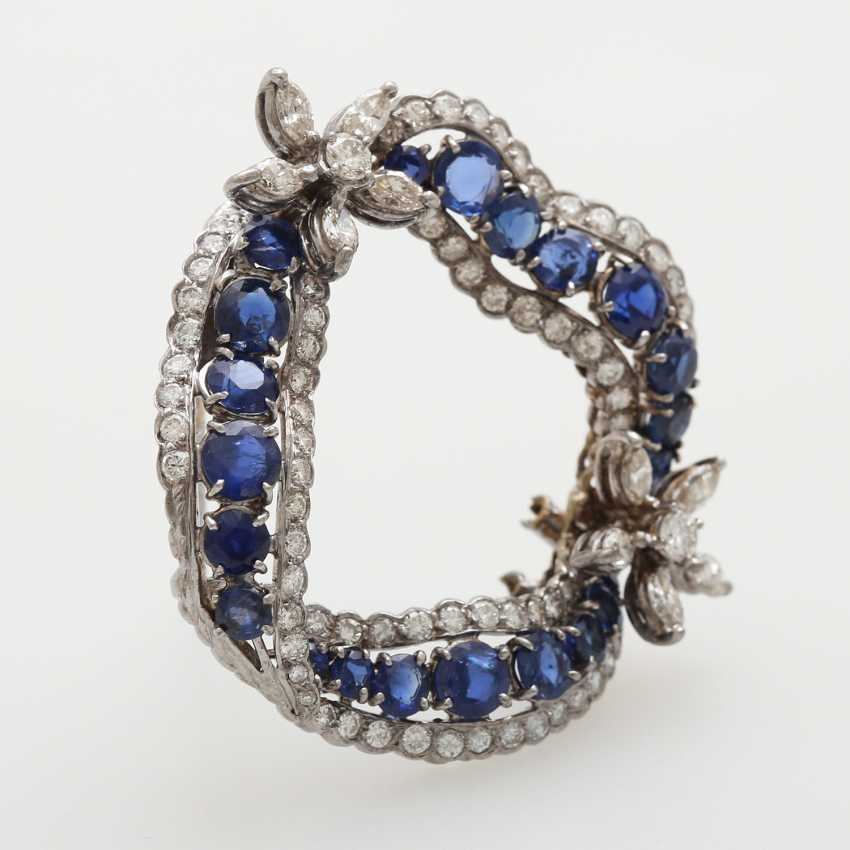 Brooch in a curved wreath form - photo 2