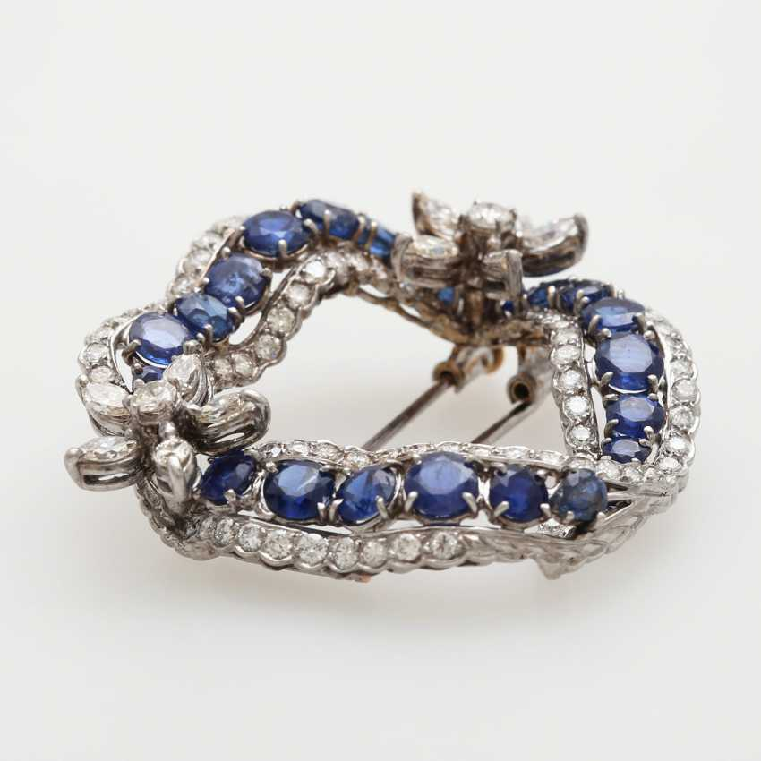 Brooch in a curved wreath form - photo 1