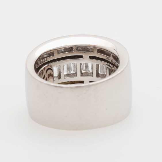 Ladies ring m onyx inlay & diamond trim occupied - photo 5