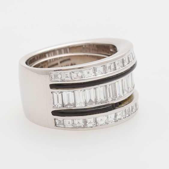 Ladies ring m onyx inlay & diamond trim occupied - photo 2