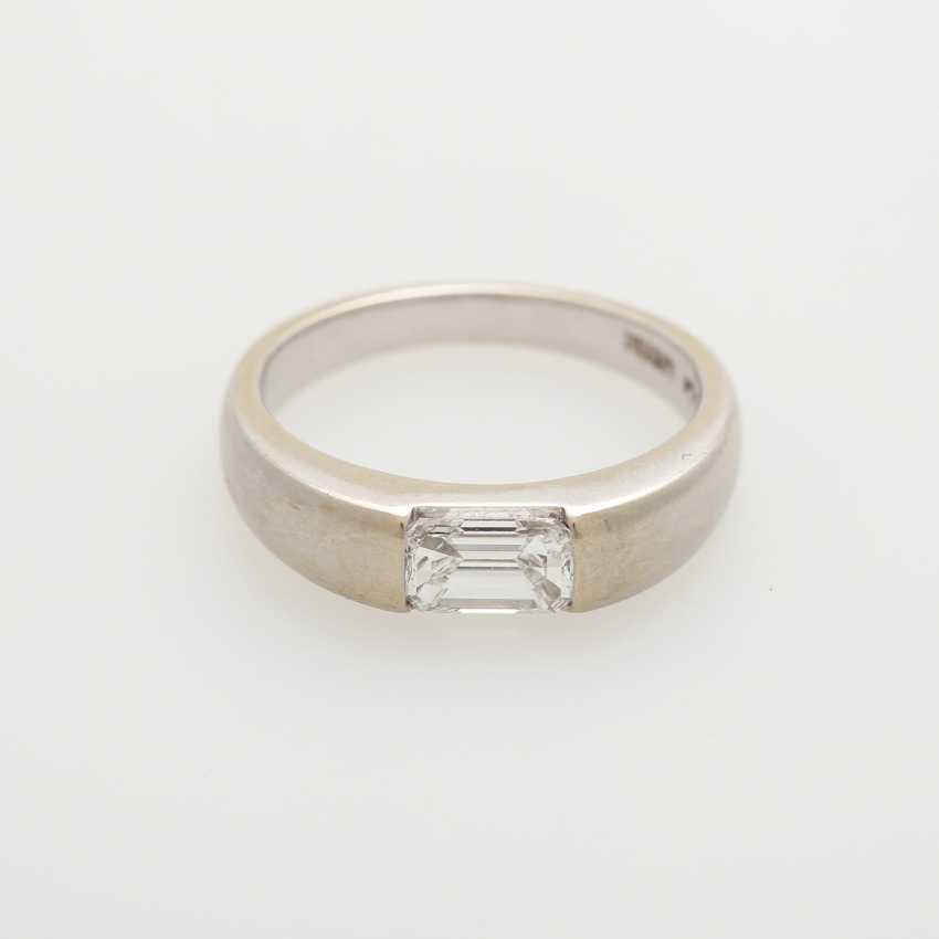 Ladies ring, m. occupied a diamond in Emerald-Cut - photo 1