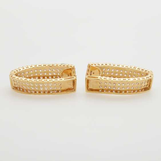 Hinged Hoop earrings bes. with a total of. 224 brilliant-cut diamonds; - photo 3