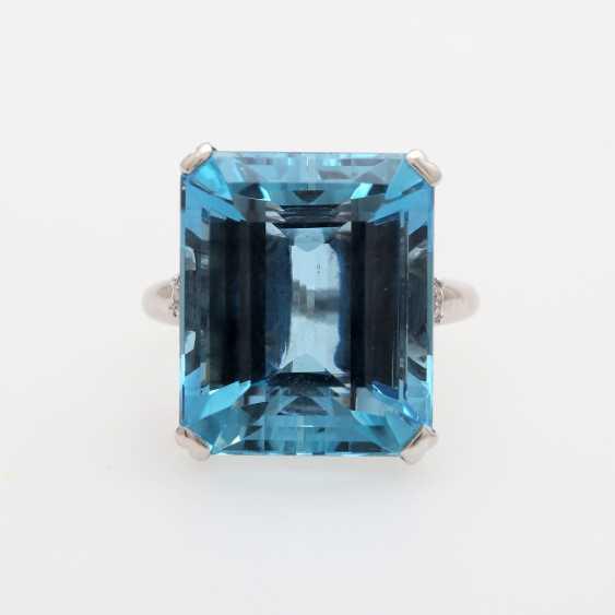 Ladies ring set with a fine aquamarine and diamonds, - photo 1